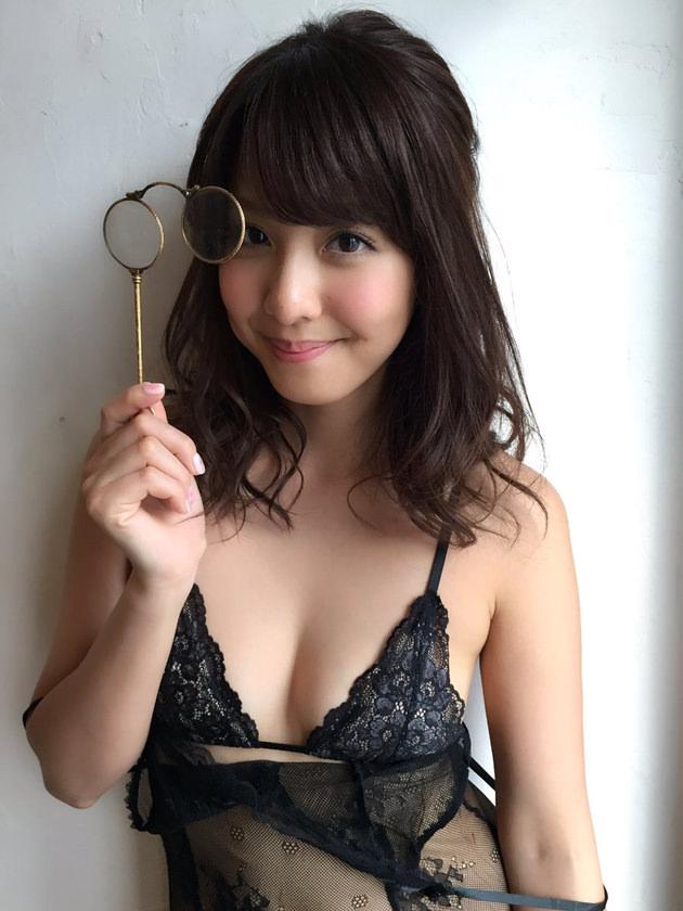 本郷杏奈 23