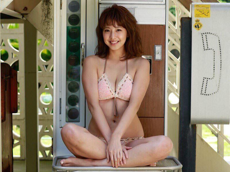 本郷杏奈~ヤングマガジン最新水着グラビアが成長したエロさで萌えまくり!