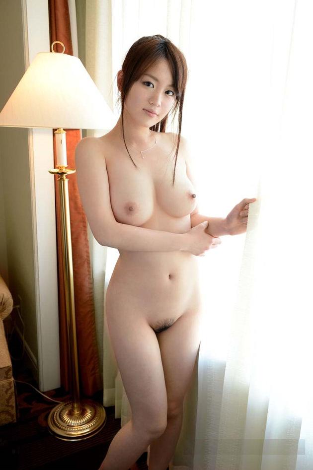 色白でむっちりした女の子の全裸 5