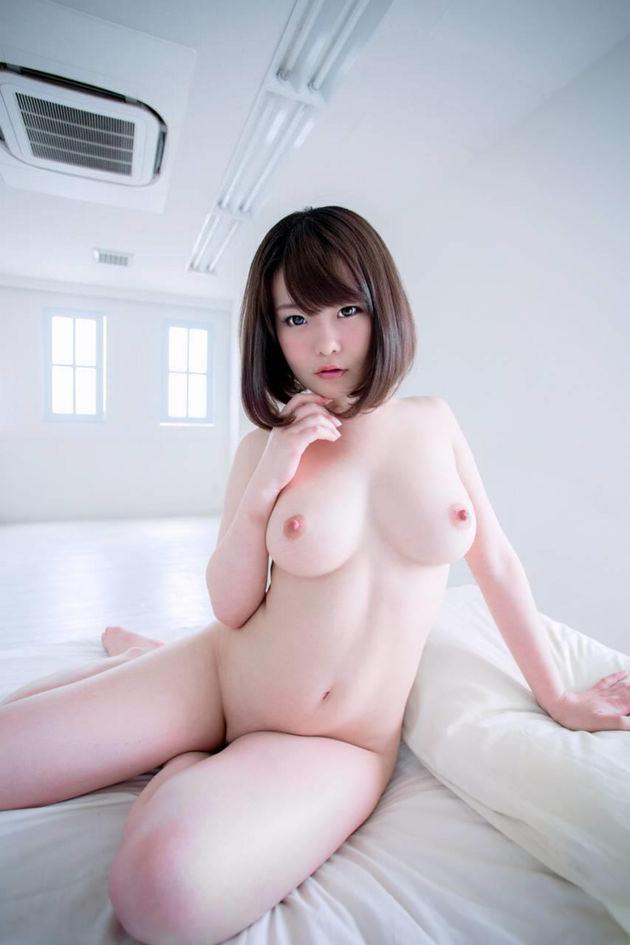 色白でむっちりした女の子の全裸 6