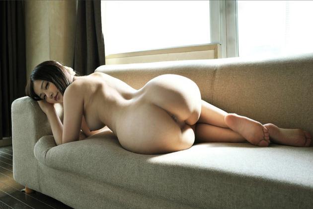 色白でむっちりした女の子の全裸 23