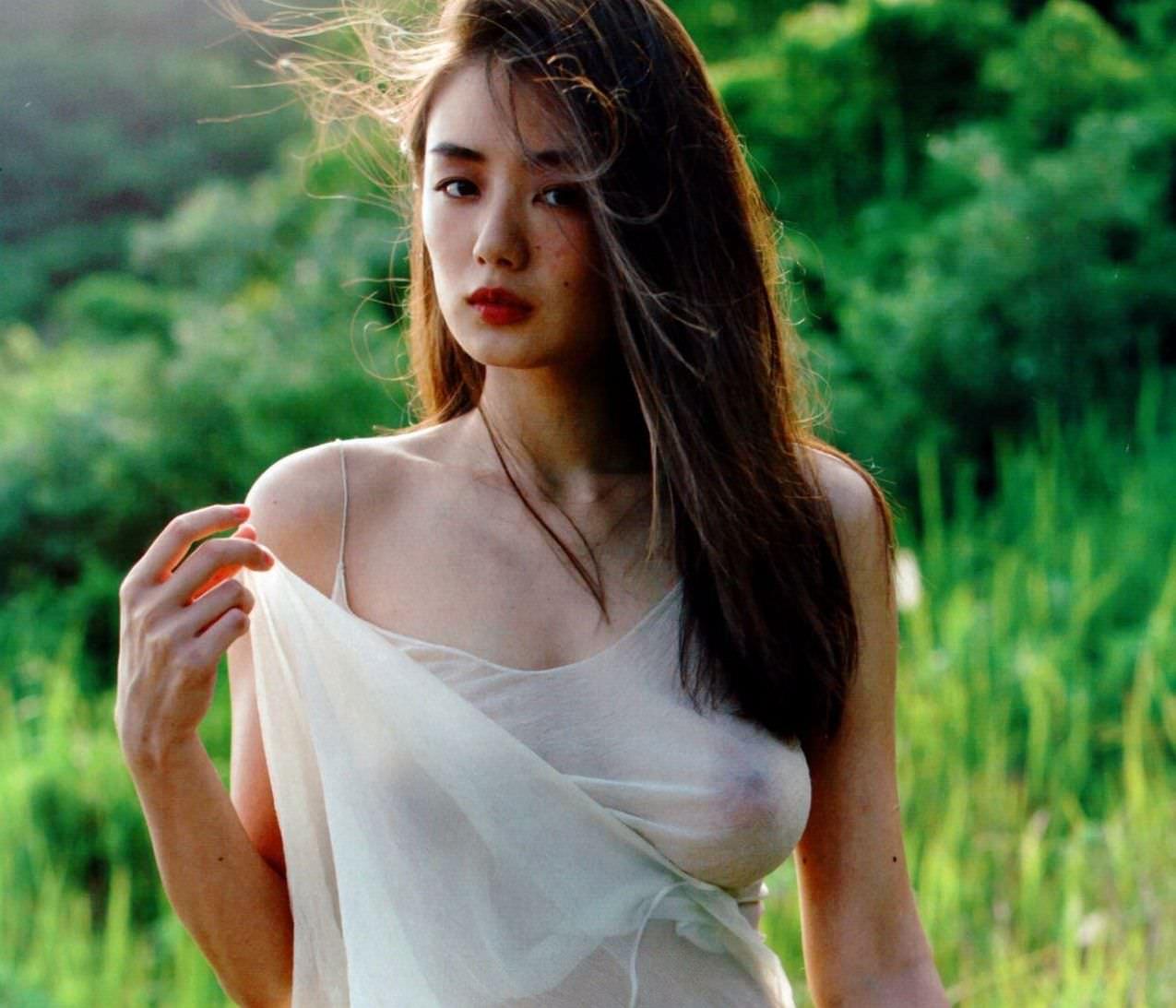 女優 片山萌美が乳首とヘアをしっかり見せるヌードを披露した件