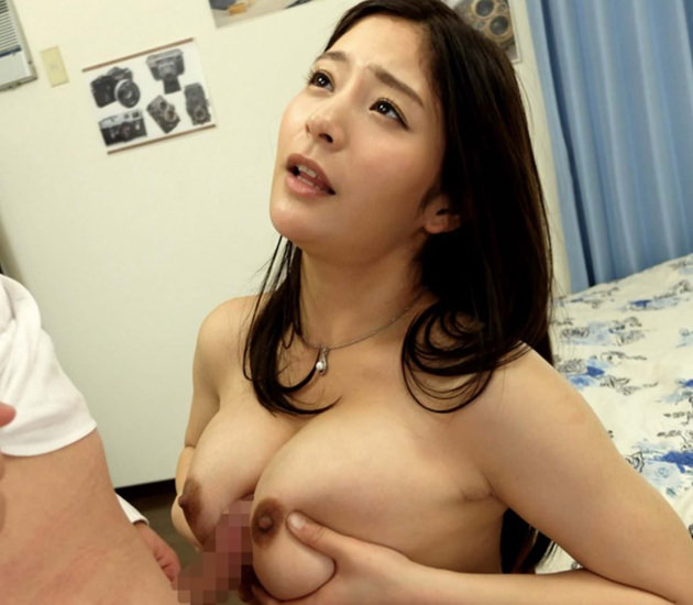 巨乳の女の子のパイズリ 24