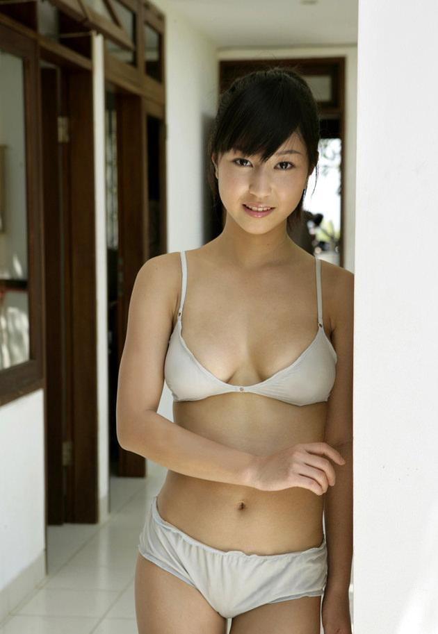 清純な美少女の白下着姿 13