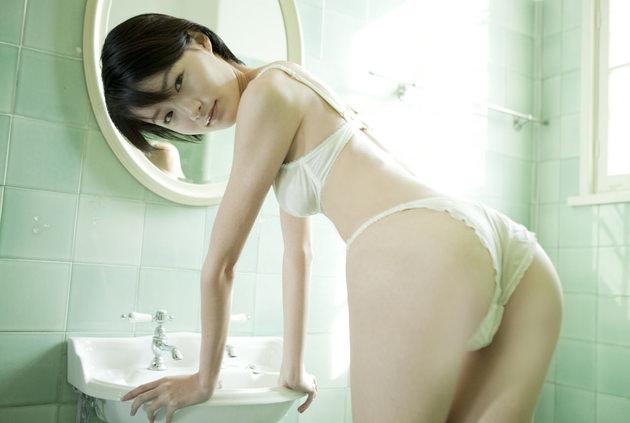 清純な美少女の白下着姿 17
