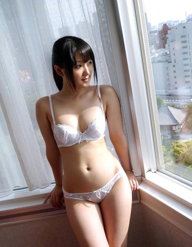 清純な美少女の白下着姿 23