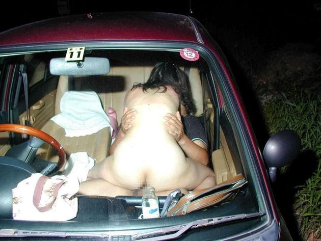 素人の女の子が全裸でカーセックス 18