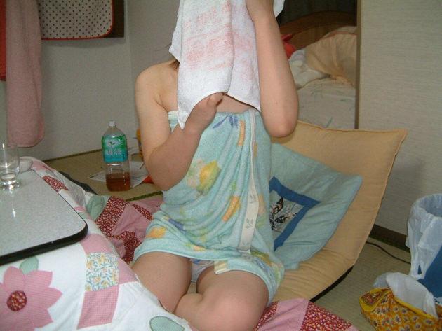 家庭内で撮った風呂上がりの素人 6