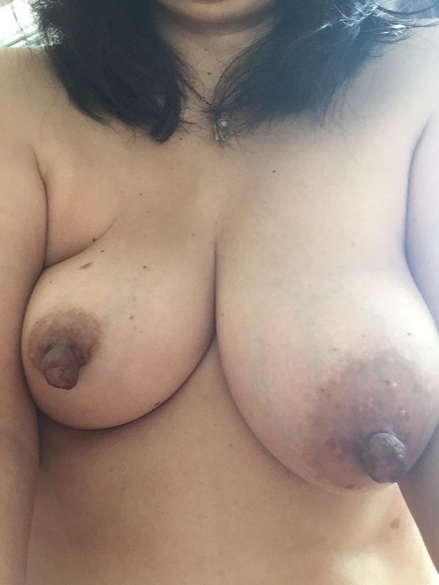 素人の黒乳首 8