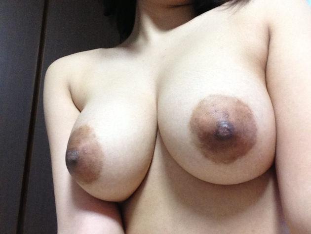 素人の黒乳首 10