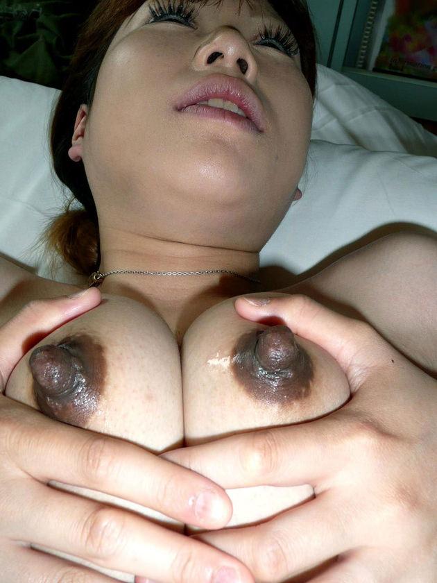素人の黒乳首 11