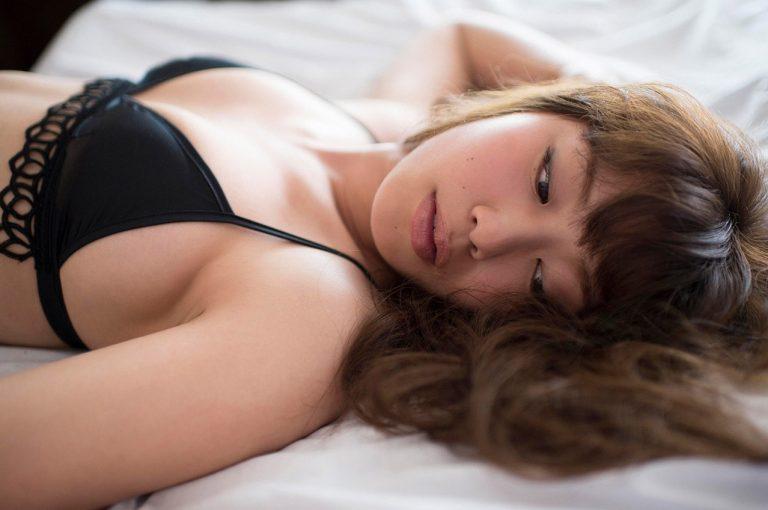 【稲村亜美(21)の乳房はやっぱり巨乳だった】F乳・神スイング!
