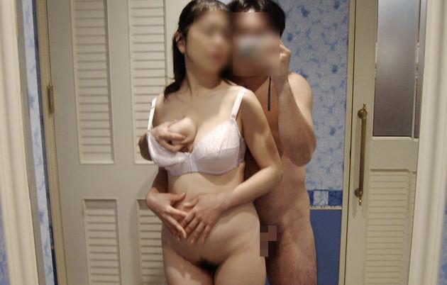 熟女が鏡の前でセックス 11