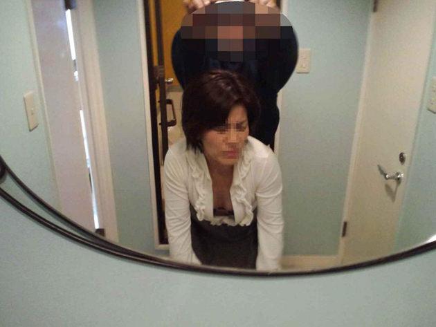 熟女が鏡の前でセックス 20