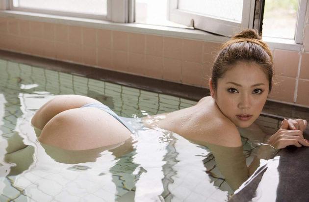お風呂に入浴中のかわいい女の子 3