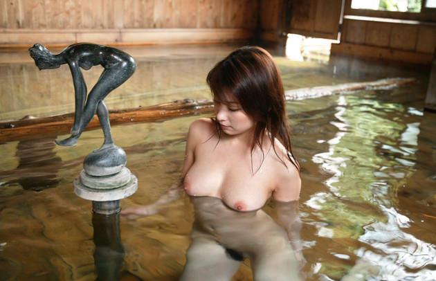お風呂に入浴中のかわいい女の子 11