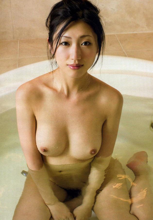 お風呂に入浴中のかわいい女の子 18