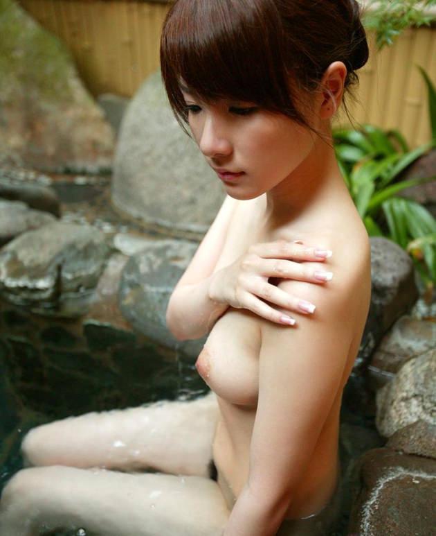 お風呂に入浴中のかわいい女の子 19
