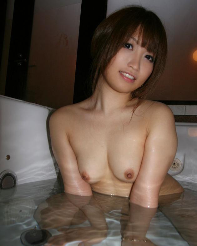 お風呂に入浴中のかわいい女の子 21