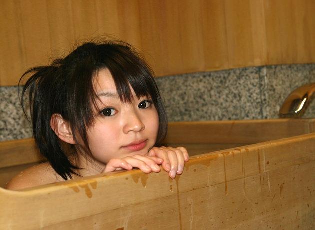 お風呂に入浴中のかわいい女の子 23