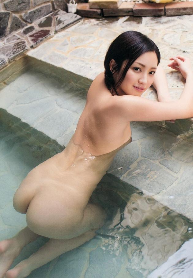 お風呂に入浴中のかわいい女の子 24