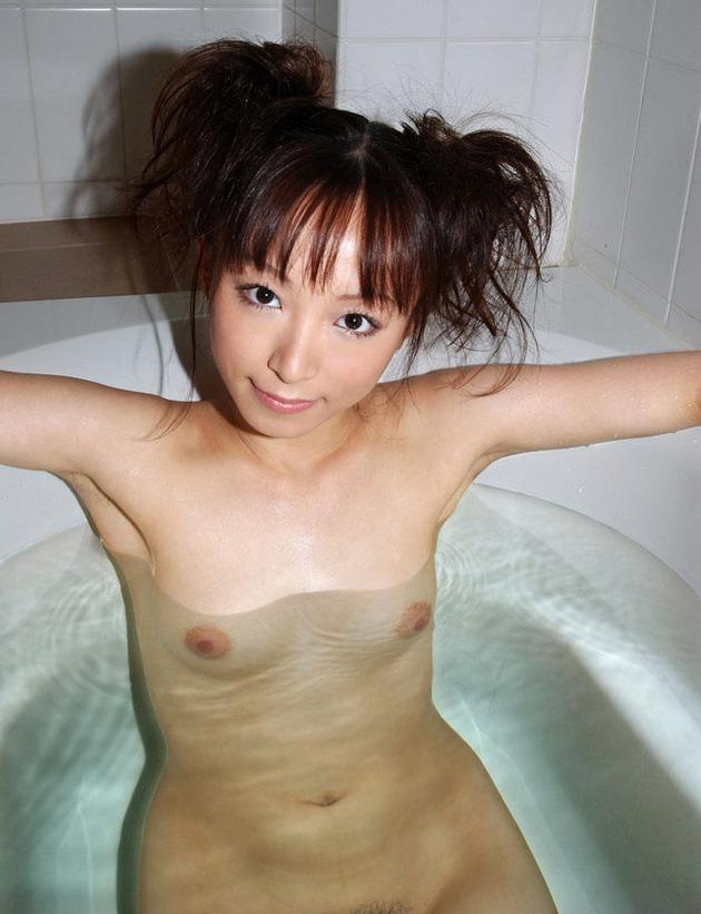 お風呂に入浴中のかわいい女の子 27