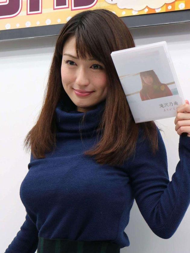 ニット巨乳 18