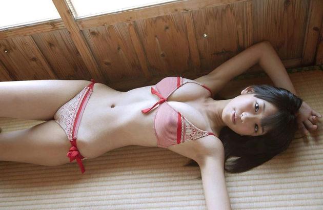 スタイル抜群のくびれボディの女の子 25
