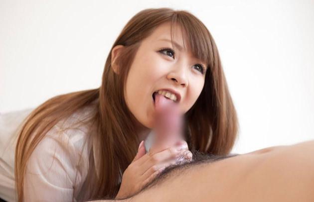 楽しそうにしゃぶってるフェラ好きの女の子 16