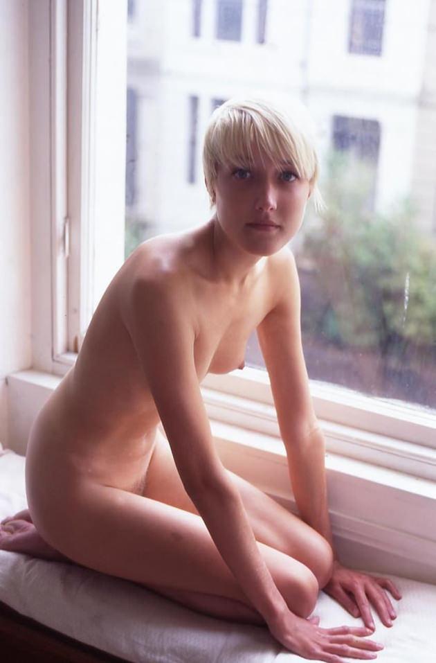 ブロンドヘアの若くて可愛い外国人の全裸 13