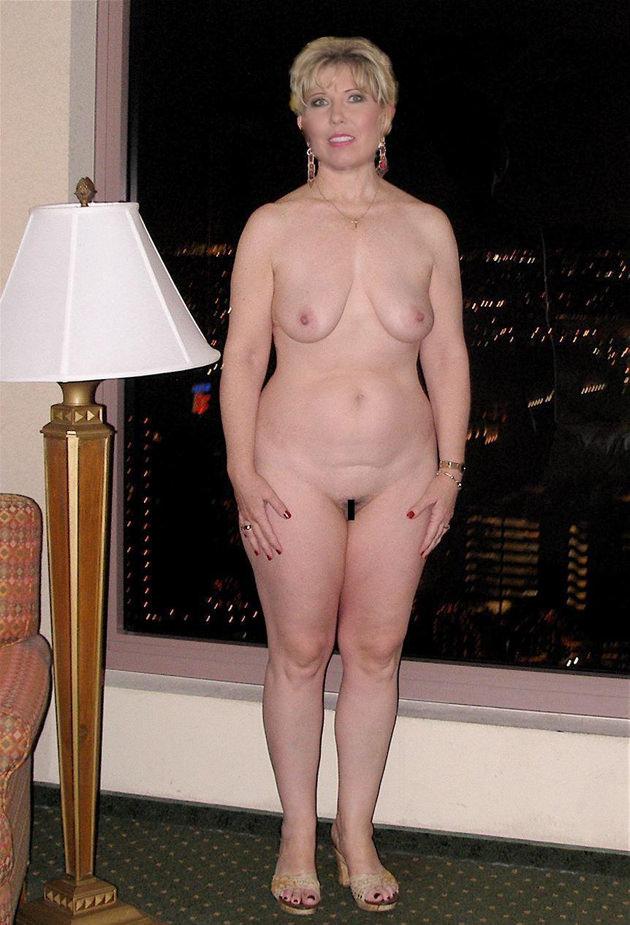 外国人熟女の全裸ヌード 14