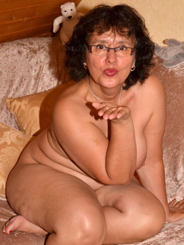 外国人熟女の全裸ヌード 15