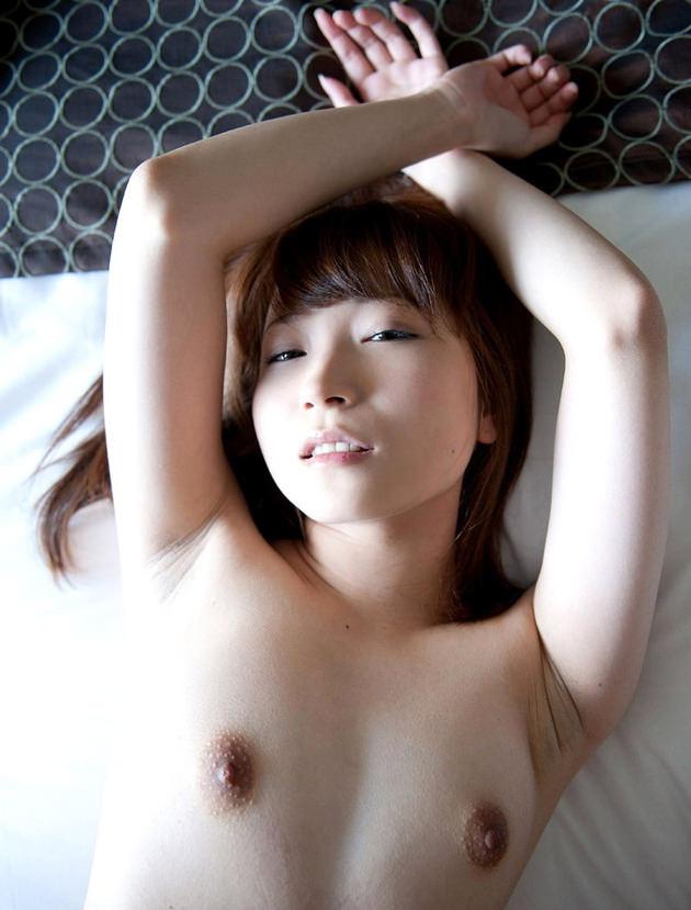 敏感そうな乳首の貧乳おっぱい 8