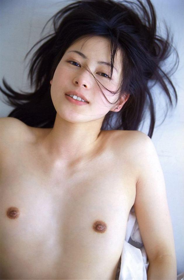 敏感そうな乳首の貧乳おっぱい 21