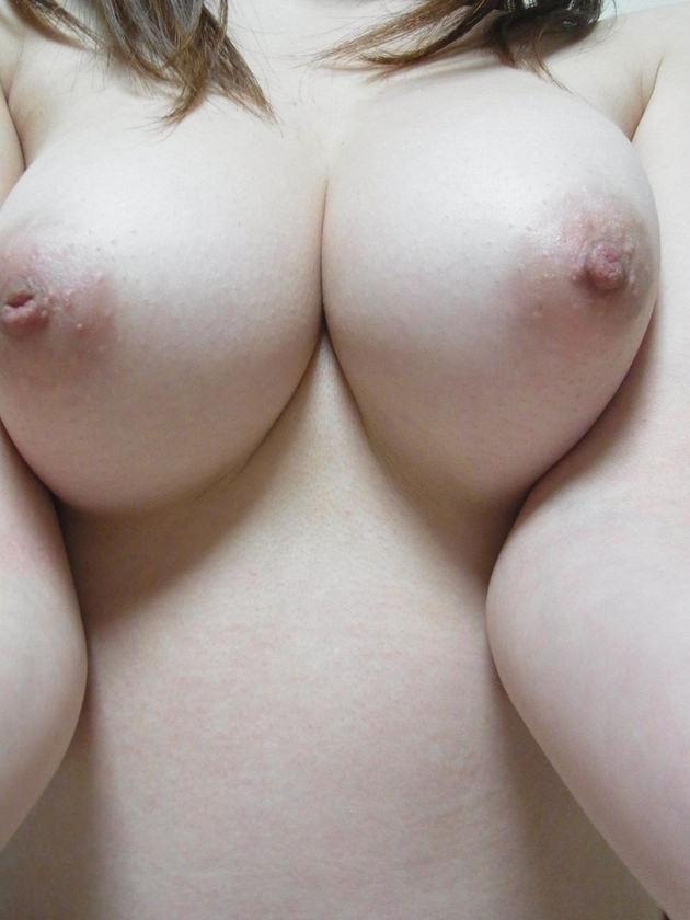 白い乳房でピンクの乳首のおっぱい 28