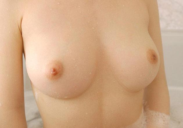 白い乳房でピンクの乳首のおっぱい 38
