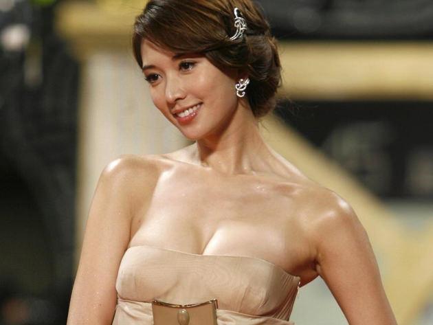 台湾美女のおっぱいの谷間 1