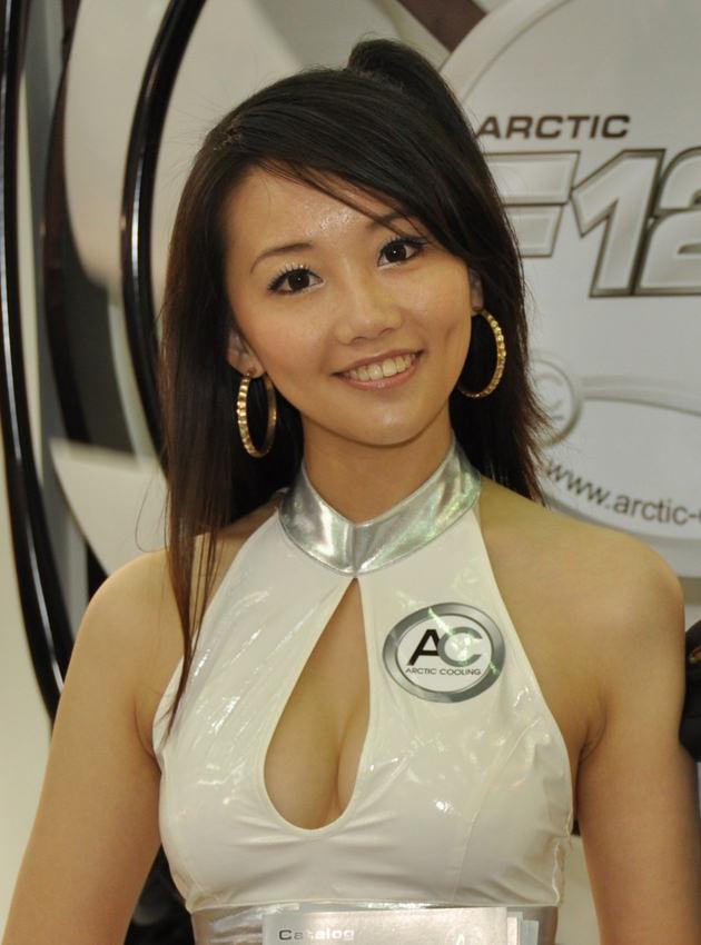 台湾美女のおっぱいの谷間 41