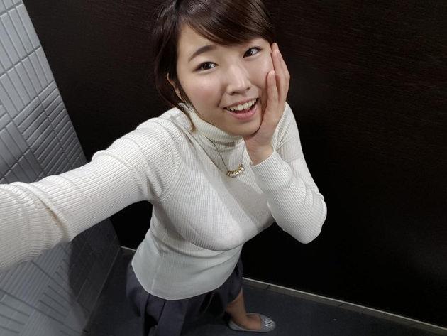 タートルネックニットの着衣巨乳 6
