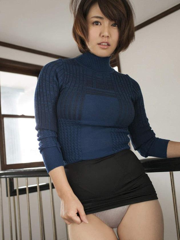 タートルネックニットの着衣巨乳 22