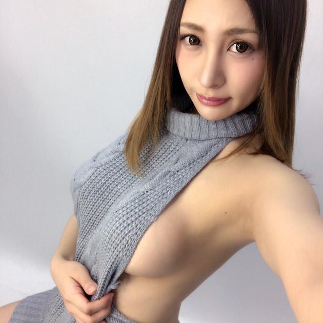 タートルネックニットの着衣巨乳 29