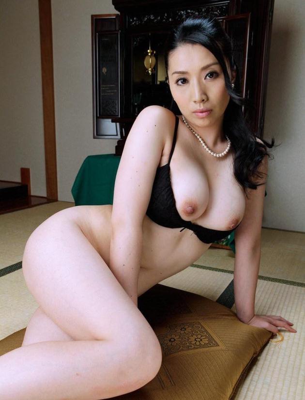 妖艶な美熟女 24