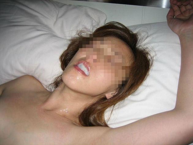 素人熟女の口内射精 15