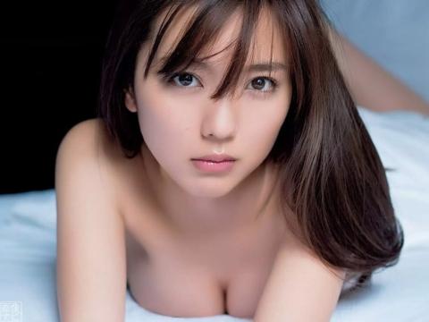 【セミヌード】真野恵里菜(26)全裸解禁エロ画像!おっぱいムチムチ乳デカイ!