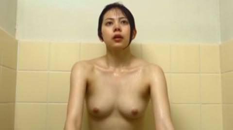 【ヌード画像】桜木梨奈(28)乳首丸出しおっぱいヌード濡れ場解禁…若手女優が堂々と乳房をさらけ出す…