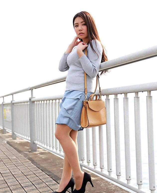 色気のある着衣の美人妻 10