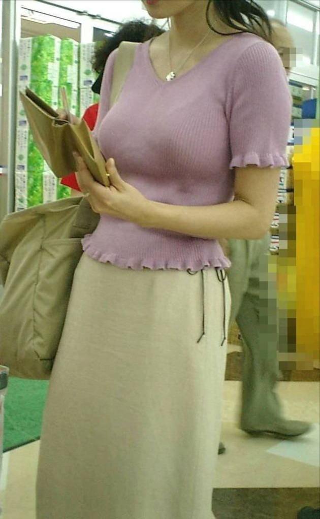 色気のある着衣の美人妻 16
