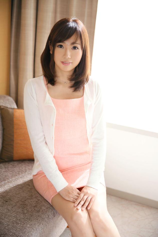 色気のある着衣の美人妻 21