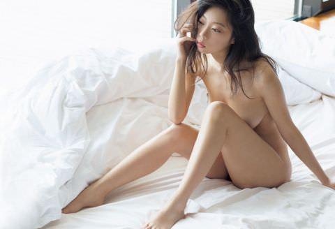 【セミヌード】青山ひかる、Iカップ美巨乳全裸解禁…このおっぱい、凄すぎるだろ…