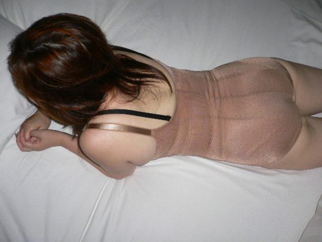 熟女の補正下着姿 22